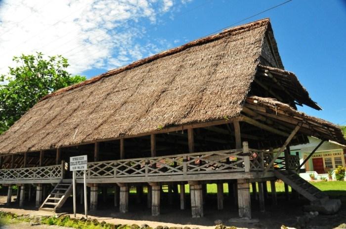 rumah adat provinsi maluku utara