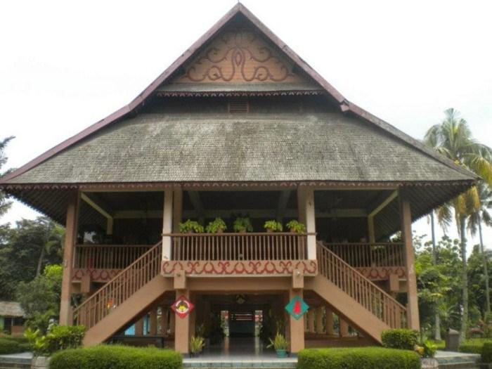 rumah adat provinsi sulawesi utara