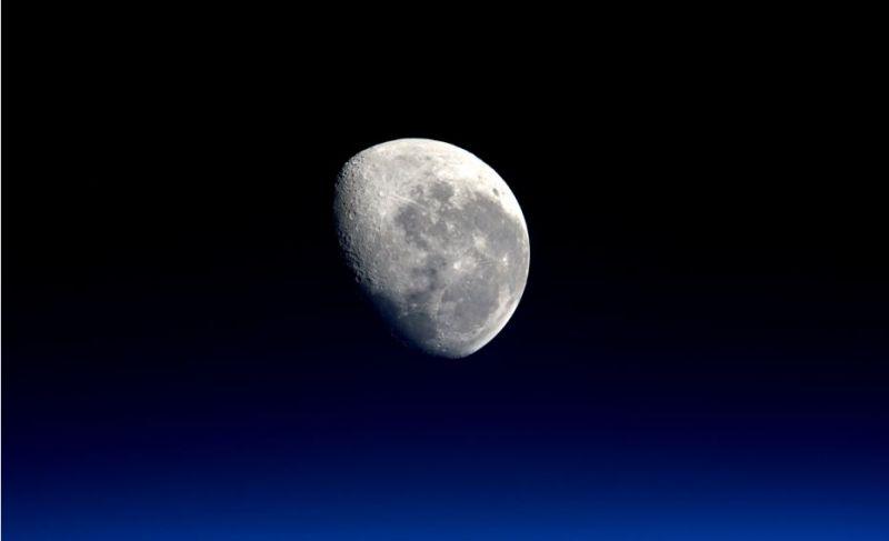 satelit di tata surya