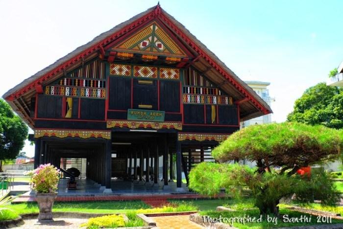 Rumah Adat Provinsi Nanggroe Aceh Darussalam