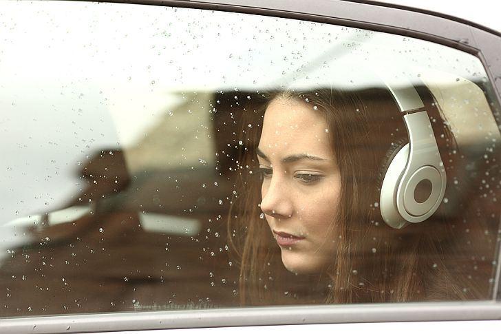 Jangan Mendengarkan Lagu Sedih