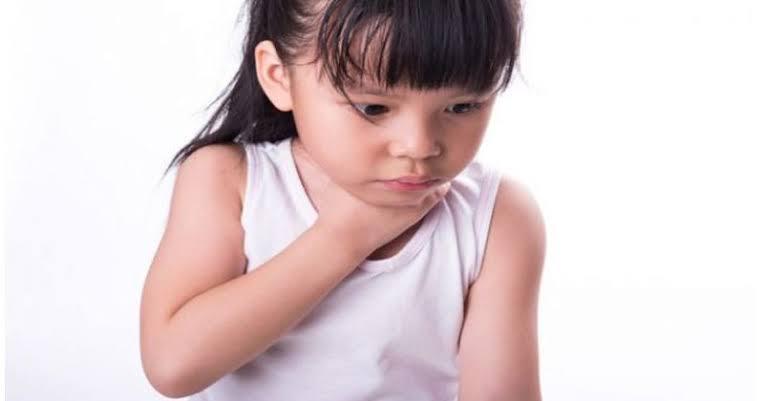 cara mengobati radang tenggorokan pada bayi dan anak anak dengan bahan alami